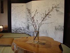 花と屏風.JPG